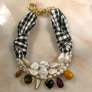 Beautiful pearl mixed materials statement necklace